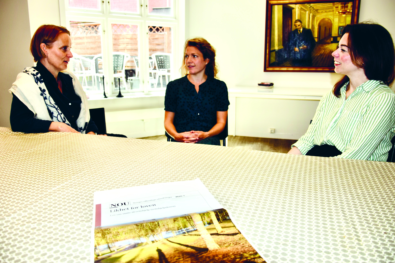 De tre advokatene hos Sulland dekker et stort spenn av juridiske felt, hvor barnevern er sentralt. F.v. Marianne Hagen, Marit Lomundal Sæther og Frøydis Paturson
