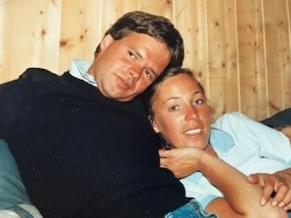 Geir og Helle Woxholth like etter at de møttes i studietida. Foto: Privat