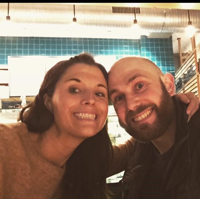 Stine og Andreas Warren møttes i ungdomstida, før de studerte jus. Foto: Privat