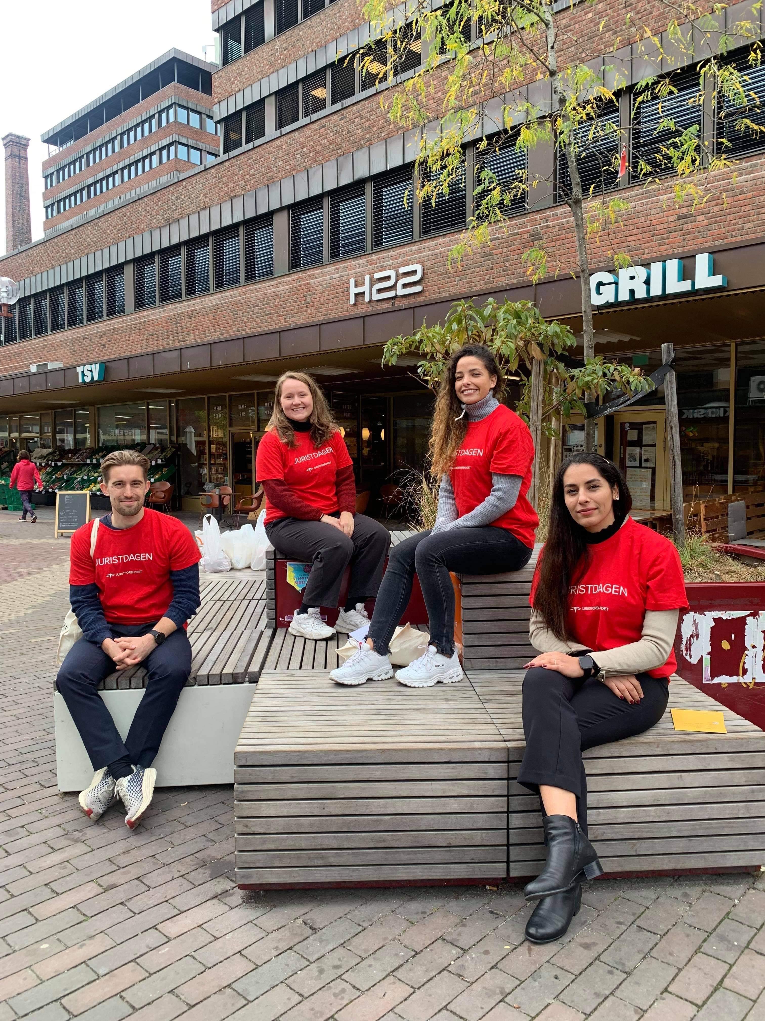 Peder Hallin (CF), Kristine Solli (Haavind), Aicha Selhi (CF) og Serveh Alizadeh (frivillig i Rettssenteret)